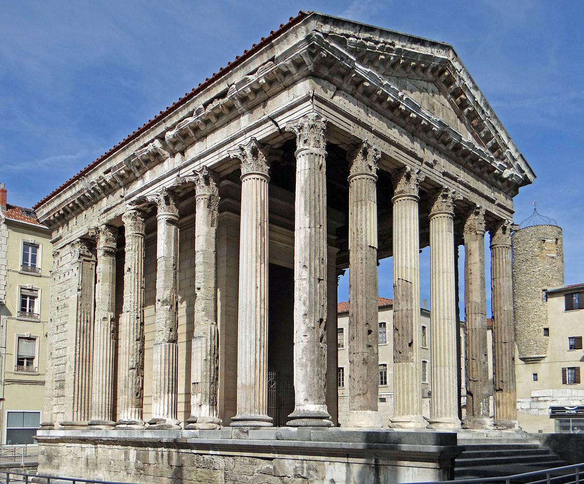 Vienne_-_Temple_d'Auguste_et_de_Julie_-2.JPG